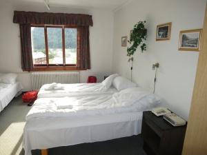 Et av hotellrommene med for enkel standard, iflg. Bjørn Roger Rasmussen.